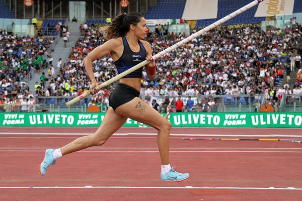 Angelica Bengtsson en route to a big pole vault win at the IAAF Diamond League meeting in Rome (Jean-Pierre Durand)