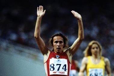 Svetlana Ulmasova (USSR / Uzbekistan) retains her European 3000m title in Athens 1982 (Mark Shearman)