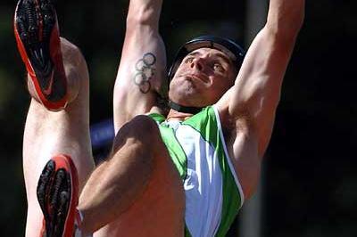 Toby Stevenson clears 5.75m - Modesto (Kirby Lee)