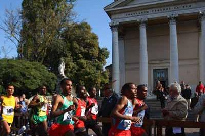 Zersenay Tadesse of Eritrea on his way to victory (Getty Images)