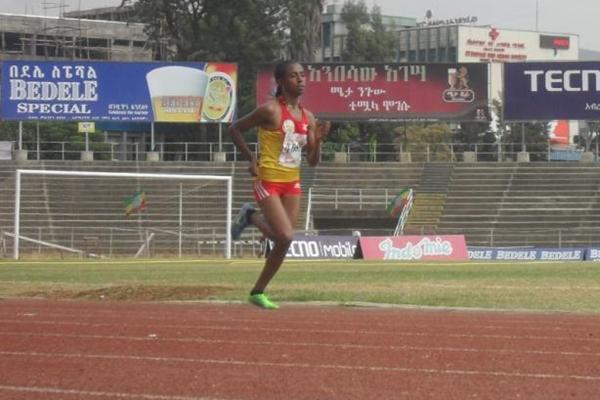 Haftamnesh Tesfay on her way to winning the 5000m at the 2013 Ethiopian Junior Championships (Bizuayehu Wagaw)