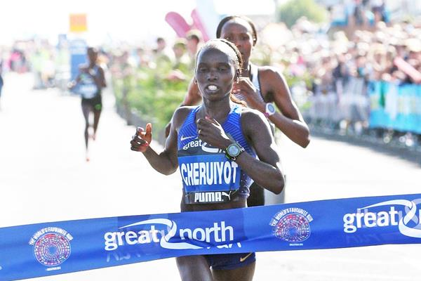 Impressive debut - Vivian Cheruiyot winning the 2016 Great North Run (Mark Shearman)