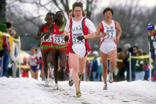 Lynn Jennings leads the senior women's race at the 1992 IAAF World Cross Country Championships in Boston (Getty Images)