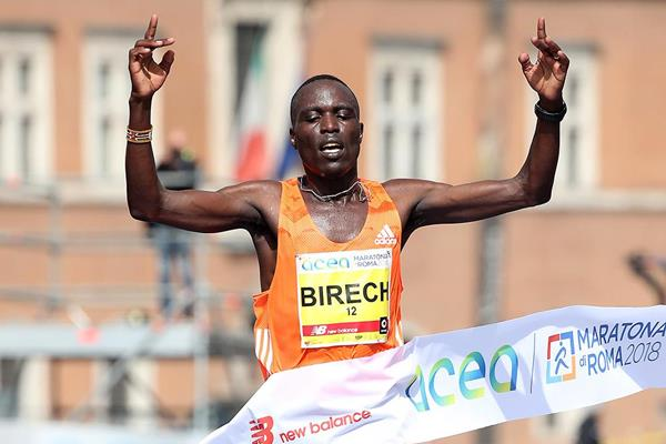 Cosmas Birech wins the Rome Marathon (Giancarlo Colombo)