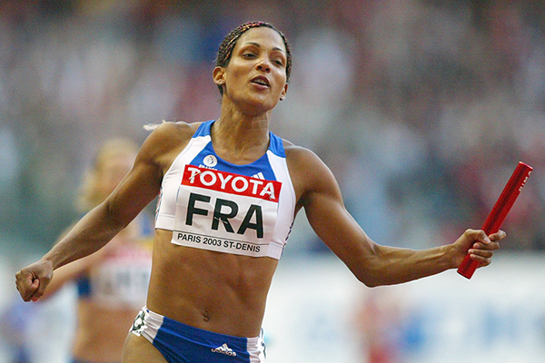 Christine Arron anchors France to 4x100m gold at the 2003 IAAF World Championships in Paris (Getty Images)