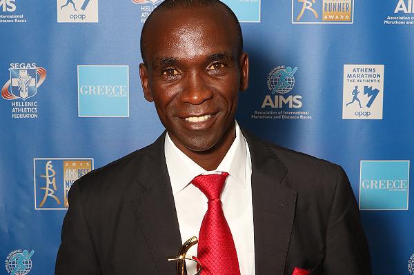 Eliud Kipchoge receives his AIMS Best Marathon Runner 2015 award (AIMS)