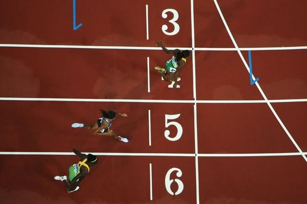 Veronica Campbell-Brown crosses the finish line ahead of Allyson Felix and Kerron Stewart (Getty Images)