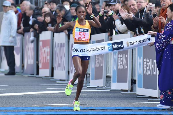 Sarah Chepchirchir winning the Tokyo Marathon (AFP/Getty Images)