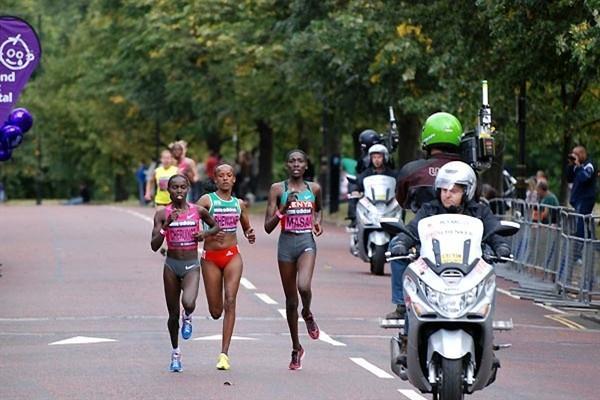 The leaders Vivian Cheruiyot, Linet Masai and Aberu Kebede in adidas Women's 5km (Ricky Simms)