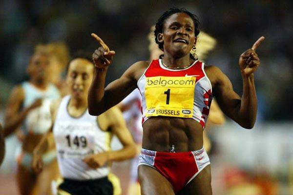 Maria Mutola victorious in the 800m in Brussels (Getty Images)