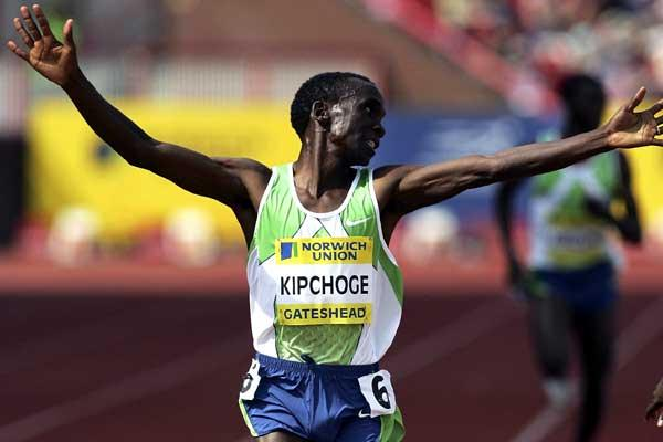 Eliud Kipchoge wins the men's 3000m ahead of Isaac Songok - Gateshead (Getty Images)