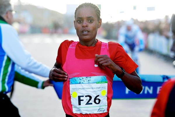 Meseret Hailu takes a surprise victory (Orange Pictures)