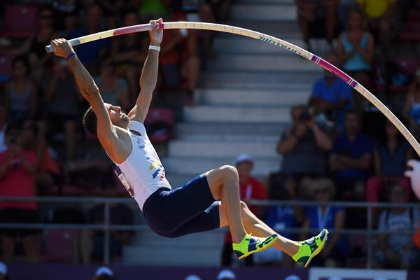 Renaud Lavillenie jumping to his seventh national outdoor title (FFA / KMSP)