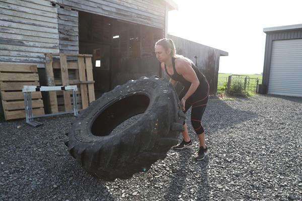 Javelin thrower Tori Peeters of New Zealand training on her boyfriend's farm (Getty Images)