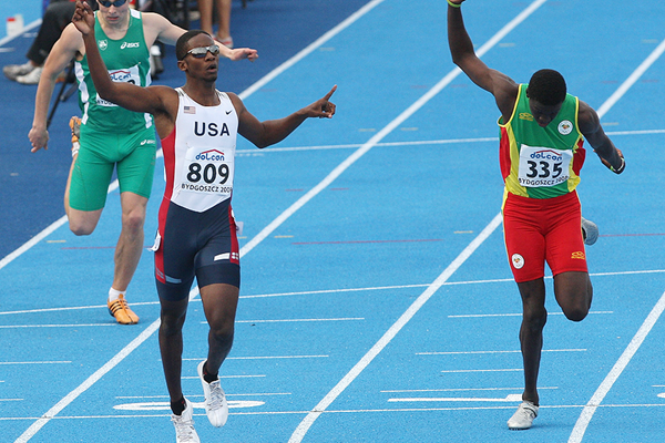 Marcus Boyd wins the 400m from Kirani James at the IAAF World Junior Championships Bydgoszcz 2008 (Getty Images)