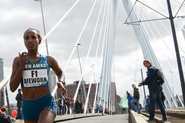 Abebech Afework in the 2014 ABN AMRO Rotterdam Marathon (Erik van Leeuwen)