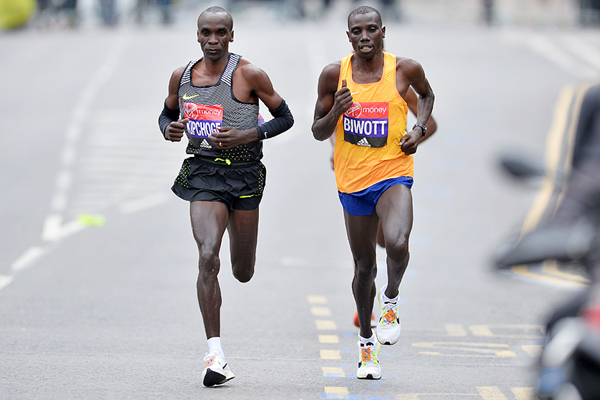 Eliud Kipchoge and Stanley Biwott in action at the London Marathon (AFP / Getty Images)