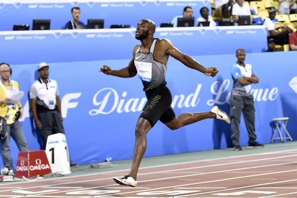 LaShawn Merritt winning the 400m at the 2016 IAAF Diamond League in Doha (Hasse Sjogren)
