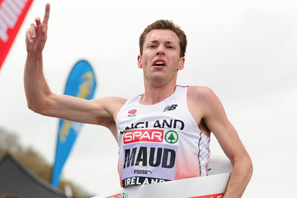 Andy Maud wins at the 2016 Great Ireland Run (Tomas Greally)
