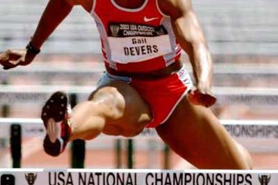 Gail Devers wins the 100m Hurdles at the 2003 US nationals (Getty Images)
