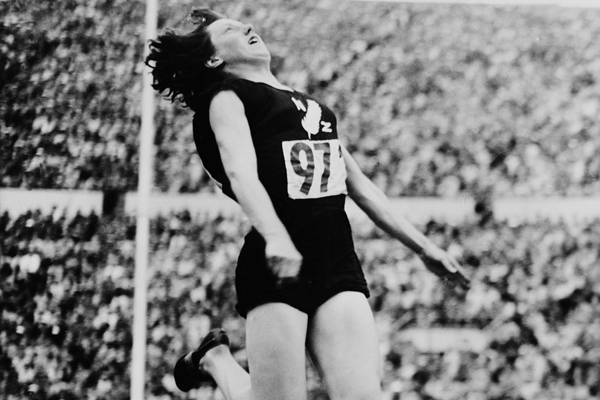 Yvette Williams in the long jump at the 1952 Olympic Games (Getty Images)
