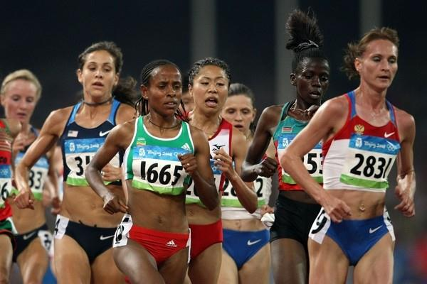 Meseret Defar and Liliya Shobukhova in the heats of the women's 5000m (Getty Images)