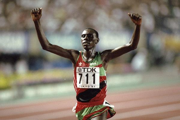Moses Kiptanui wins the 1991 world steeplechase title (Getty Images)