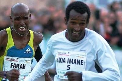 Fierce fighting! Imane Merga holds of Mo Farah in Bolzano (Lorenzo Sampaolo)
