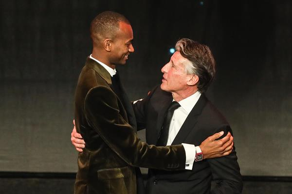 Athlete of the Year Mutaz Barshim congratulated by IAAF President Sebastian Coe (Philippe Fitte)