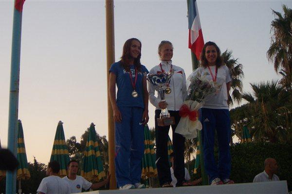 Women's Podium in Tirana: runner-up Elena Rukhlyada (RUS), champion Kasie Enman (USA), and bronze medallist Marie-Laure Dumerques (FRA) (Patrizia Longo)