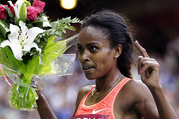 Genzebe Dibaba celebrates her victory (AFP / Getty Images)