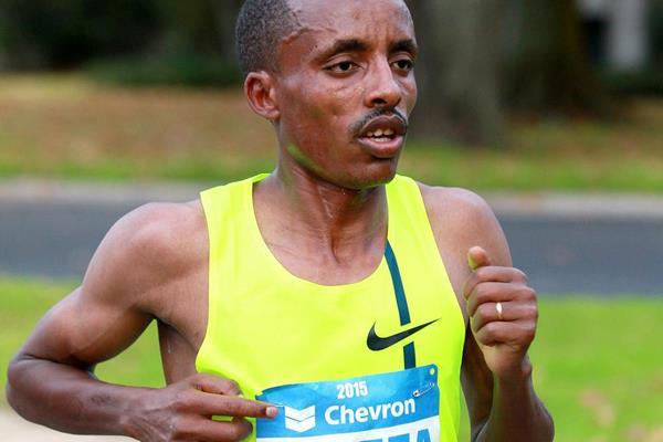 Birhanu Gedefa on his way to victory at the Houston Marathon (Victah Sailer / organisers)