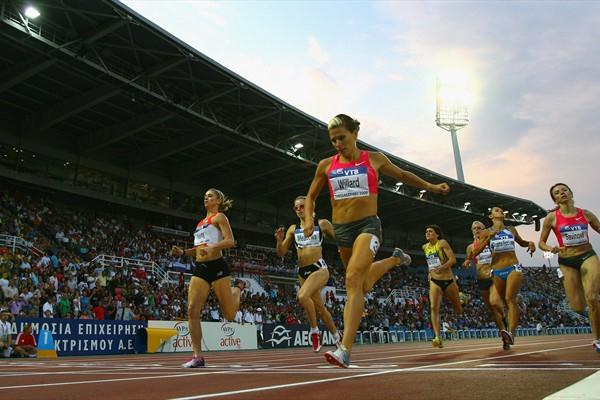 Anna Willard makes it four out of four 800m victories this year, chased by team-mate Maggie Vessey (Getty Images)