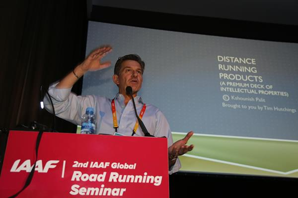 TV commentator Tim Hutchings at the IAAF Road Running Seminar in Valencia (Jean-Pierre Durand)