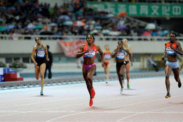 Novlene Williams-Mills defeats Amantle Montsho in Shanghai (Errol Anderson)