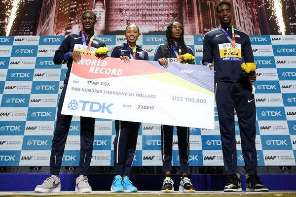Mixed 4x400m relay team members Wilbert London, Allyson Felix, Courtney Okolo, and Michael Cherry at the IAAF World Athletics Championships Doha 2019 (Getty Images)