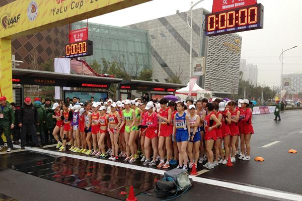 The start of the women's 20km race walk in Taicang (Organisers)