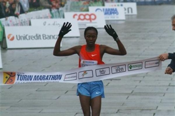 Priscah Jeptoo takes the victory in Turin (Lorenzo Sampaolo)