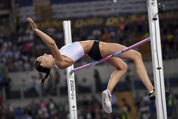 Mariya Lasitskene tops 2.02m in Rome (Hasse Sjogren)