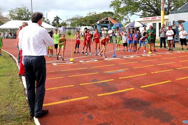 IAAF President Sebastian Coe with local athletes in Toa Baja, Puerto Rico (Hector Martinez)