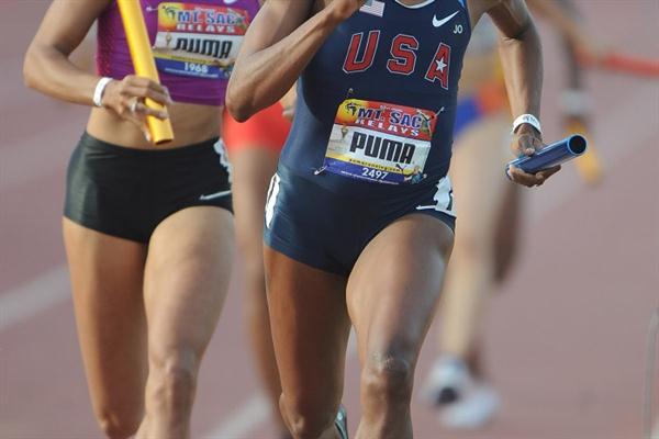 Lashinda Demus leads Allyson Felix at Mt. SAC (Kirby Lee)