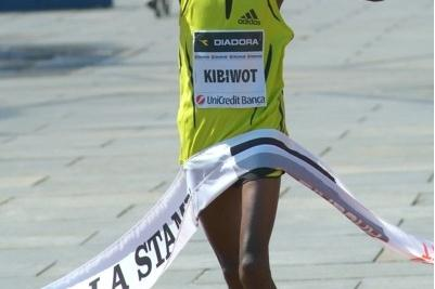 Stephen Kibiwott wins the 2008 Turin Marathon (Lorenzo Sampaolo)