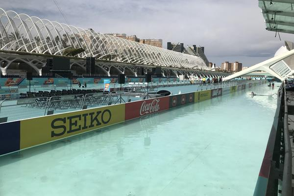Final preparations at the Valencia start and finish area (Bob Ramsak)