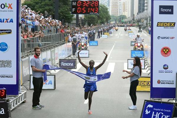 Kenya's Maurine Jelagat Kipchumba winning at the Corrida Internacional de São Silvestre in São Paulo on 31 December (Sérgio Shibuya/Organizers)