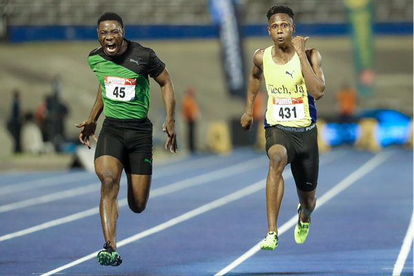 Michael Bentley (l) and Michael Stephens battle over 100m at the Jamaican Junior Championships (Athelstan Bellamy)