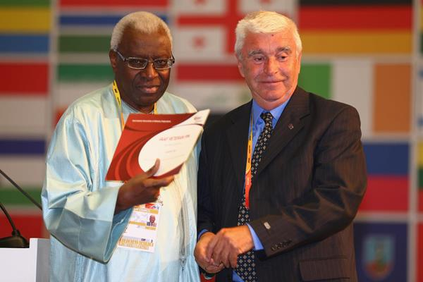 Laszlo Gal receives an IAAF Veteran Pin at the 49th IAAF Congress in Moscow (IAAF)