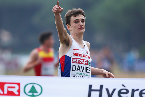 Jonathan Davies wins the under-23 men's race at the 2015 European Cross Country Championships in Hyeres (Getty Images)