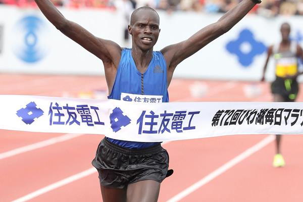 Ezekiel Chebii winning the Lake Biwa Marathon (Victah Sailer (organisers))
