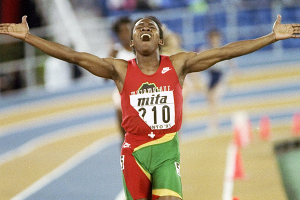 Maria Mutola wins the 800m at the 1991 IAAF World Indoor Championships (Getty Images)