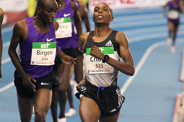 Augustine Choge wins the 3000m at the Indoor Meeting Karlsruhe (Jean-Pierre Durand)
